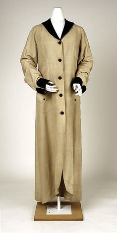 This is an example of a duster. This is a long linen coat worn by both men and women to protect their clothes from dust when driving in automobiles.
