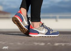 Nike Wmns Internationalist (Loyal Blue / White - Bamboo)