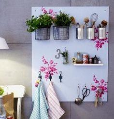 DIY: Küchen-Regal von LIVING AT HOME