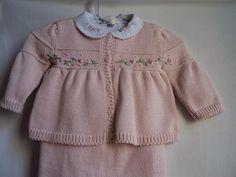 Conjunto Saída de Maternidade rosa, com bordados arabesco rosa.