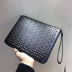 TOPセラー賞受賞┃ルブタン財布 コピー┃Spiked leather iPad case http://www.tokei-n.net/brandgoods-13586.html