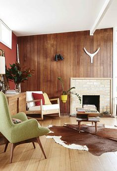 A mid-century weatherboard house was given a retro revamp Mid Century Modern Living Room house MidCentury retro Revamp weatherboard Mid Century Modern Living Room, Mid Century House, Mid Century Modern Rugs, Mid-century Interior, Modern Interior Design, Interior Sketch, Nordic Interior, Interior Colors, Midcentury Modern