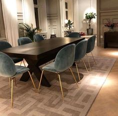44 Popular Contemporary Dining Room Design Ideas - The latest trends, the newest styles, ah, this is what makes the world go around. Contemporary dining room sets can help you to make a statement about. Luxury Dining Room, Dining Room Design, Dining Room Chairs, Dining Room Art, Wooden Dining Chairs, Bar Chairs, Room Interior, Interior Design Living Room, Contemporary Dining Room Sets