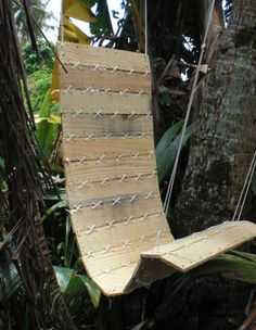 This is a brilliant idea, a great hanging chair made from a free pallet and a few dollars worth of 550 paracord, not only does it serve a purpose, it also looks awesome.  If you'd like to see how to build one yourself, head over to the Instructables website via the link below and have a look at the very detailed tutorial.  http://www.instructables.com/id/Paracord-Laced-Pallet-Hanging-Chair/