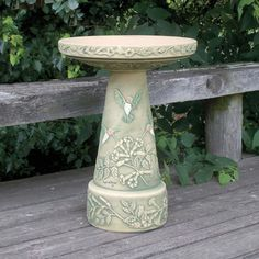 Accommodate fancy fliers with a stylish stop in your yard by setting out a Burley Clay Hand Painted Hummingbird Bird Bath . This traditional pedestal. Ceramic Bird Bath, Bird Bath Bowl, Concrete Bird Bath, Ceramic Birds, Ceramic Clay, Stoneware Clay, Bird Bath Fountain, Bird Bath Garden, Diy Bird Bath