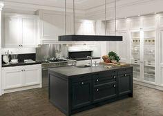 armoires de cuisine blanches et ilot central noir avec hotte aspirante assortie