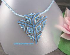 Colgante triángulo azul de la turquesa y bronce cuentas Miyuki y Crystal Swarovski - tejido Peyote.