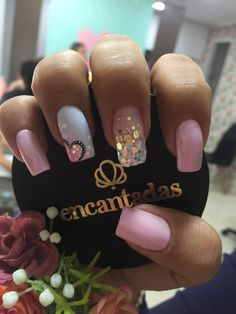 Easy Valentines Day Nail Designs for Short Nails Fancy Nails, Trendy Nails, Pink Sparkle Nails, Nail Pink, Valentine Nail Art, Nails For Valentines Day, Valentine Nail Designs, Valentine's Day Nail Designs, Heart Nail Designs