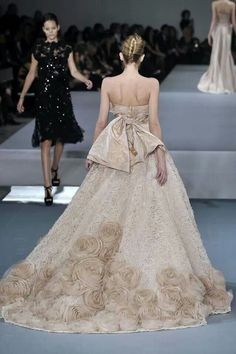 Wow! Look at the train on this baby. Gorgeous ♥ ♥ ★ ● ★ ● Gown by Ellie Saab