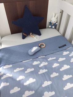 Wagendeken- Wiegdeken - Ledikantdeken WOLK aan twee zijden te gebruiken - Muffie & Snuffie - wafelstof - babykamer - kinderkamer - handgemaakt - zwanger - baby - kraamkado