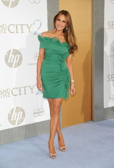 I would still wear this dress. Melania Trump Photo - Mercedes-Benz And Maybach Present Sex And The City 2 Premiere Trump Melania, Melania Trump Pictures, Donald Und Melania Trump, Melania Knauss Trump, First Lady Melania Trump, Melania Trump Dress, Melania Trump Jewelry, Donald Trump Family, Malania Trump