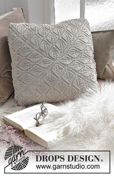 Pitsineuleinen neliönmuotoinen tyynynpäällinen. Työ neulotaan DROPS Merino Extra Fine -langasta.