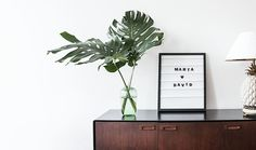 Een lightbox is een cool interieur item. Deze DIY is net zo leuk en ook nog eens een tikkeltje origineler. Wat gaan we maken? Een stijlvolle letter frame!