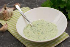 Grüner Joghurt Dip mit Knoblauch