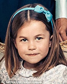 Royal fans have pointed out the uncanny similarities between Princess Charlotte and her late grandmother Princess Diana. Queen Elizabeth for sure. Princesa Charlotte, Princesa Kate, Prince William Family, Kate Middleton Prince William, Prinz Charles, Prinz William, English Royal Family, British Royal Families, Royal Princess