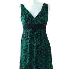 ✂️NEW Double V-Neck Dress Petite 6P Green Print New With Tag Connected Petites Double V-Neck Dress Petite 6 Green Black Nature Print attached Black Belt Sheath Lined  Side Zipper 100% Polyester Gorgeous for events! Trades Connected Petite Dresses Mini