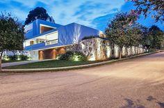 Une maison contemporaine urbaine adaptée  à la topographie accidentée de São Paulo,  #construiretendance