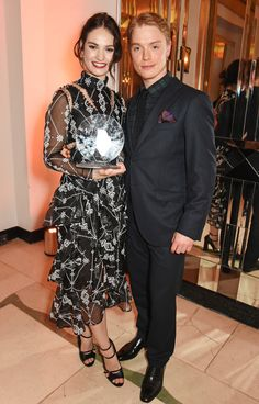 Lily James et Freddie Fox aux Harper's Bazaar Women of the Year Awards