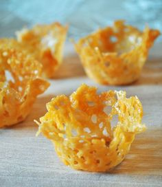 Parmesan Cups Make for Simple Apps. Step-by-step instructions for no-fail parmesan cups. They make appetizers look fancy shmanzy. Parmesan Chips, Cheese Baskets, Elegant Appetizers, Mini Foods, Appetisers, Gordon Ramsay, Food Presentation, Appetizer Recipes, Party Appetizers