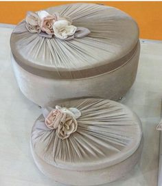 Shabby Chic Boxes, Shabby Chic Crafts, Fabric Covered Boxes, Fabric Boxes, Wedding Gift Baskets, Towel Crafts, Crochet Decoration, Creative Gift Wrapping, Felt Decorations
