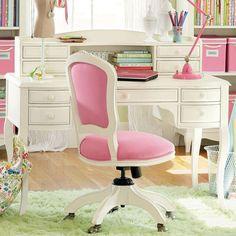 Quarto de adolescente | Um Brinco Casa Ideal, White Furniture, House Furniture, Teen Bedroom, Dream Bedroom, Bedroom Ideas, Bedroom Decor, Desk Hutch, Vanity Desk