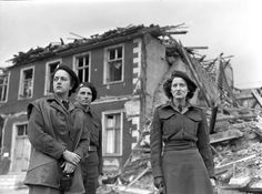 Members of the first contingent of the Canadian Women's Army Corps (C.W.A.C.) entering Hamm, Germany, 12 June 1945. Library and Archives Canada.