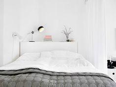 Decoracion de color blanco. Un espacio luminoso en este minipiso