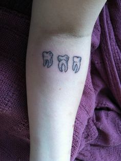 I'm genuinely really interested in teeth; people judge me 4 it so i'm like f*** da h8rzzz. This tat caught ma eye.