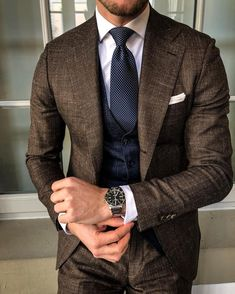 Speaking of style for men, suited men of mens formal look comes up first. But it's not just about men in suits classy, Gentleman Mode, Gentleman Style, Casual Wear For Men, Stylish Mens Outfits, Casual Outfits, Fashion Outfits, Mens Fashion Blog, Mens Fashion Suits, Fashion Menswear