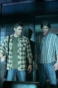 banking robber costume Still of Jensen Ackles and Jared Padalecki in Supernatural Jared E Jensen, Jensen Ackles Supernatural, Supernatural Fans, Supernatural Seasons, Sam And Dean Winchester, Winchester Brothers, Robber Costume, My Big Love, Jared Padalecki