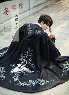 Aesthetic for Hawk Chinese Clothing Traditional, Traditional Fashion, Traditional Dresses, Male Kimono, Workwear Fashion, Poses, Chinese Culture, Yukata, Hanfu