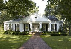 Long windows for more Chatham ranch style Southern House Plans, Southern Homes, Southern Charm, Country Homes, Southern Cottage, House Windows, Facade House, Tall Windows, Exterior House Colors
