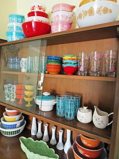 I would totally love to start collecting vintage Pyrex. Though I'd stick to the turquoise, in all likelihood. ;) Have to finish purging enough stuff to fit into the existing place first, though! And probably the better idea would be to figure out a hole in my existing kitchenware that can be filled with *one* pretty Pyrex dish ...