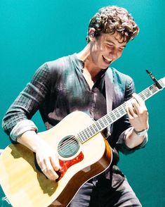 """2,120 curtidas, 4 comentários - Shawn Mendes Updates (@shawnmendesupdates1) no Instagram: """"November 29: HQ Photo of @shawnmendes performing onstage in Brisbane, Australia .…"""""""