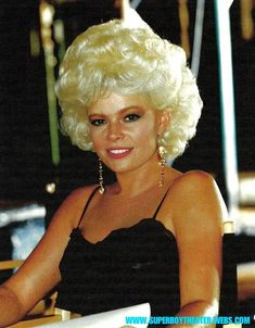 Short Permed Hair, Permed Hairstyles, Retro Hairstyles, Short Blonde, Curly Short, Blonde Updo, 1960s Hair, Beehive Hair, Bouffant Hair