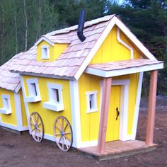 Outdoor+Playhouse+Made+From+Pallets | Double Deluxe Crooked Playhouse by Kids Crooked House | Family Leisure