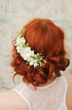 Fresh Ideas for Creating Beautiful Bridal Hair Flowers. http://memorablewedding.blogspot.com/2014/01/fresh-ideas-for-creating-beautiful.html