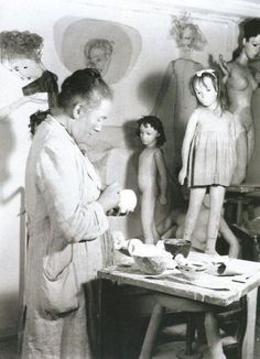 The costumes of the first puppets were not made by Klee, but Sasha Morgenthaler…