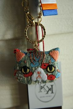 Shabby Chic Embroidery, Beaded Embroidery, Hand Embroidery Projects, Embroidery Patterns, Christmas Bazaar Crafts, Diy Handbag, Art Bag, Cat Doll, Textile Jewelry