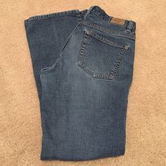 """Old Navy Ultra Low Rise Boot Cut Jeans Stretch 2S Old Navy Ultra Low Rise Boot Cut Jeans Stretch size 2S 2 short, 27"""" inseam. Excellent Used condition , hems are not worn or frayed ! Old Navy Jeans Boot Cut"""