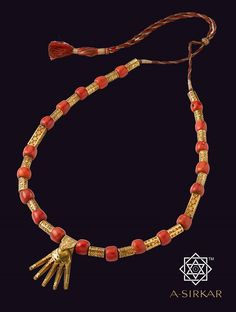 Kazhutthuru : Someone's ∆☮ ✌︎ ♔☻☺☂ ⧝✤ ☂ ✤↜ ➳☔ ⧱❇☯ ⚡️♁ ♥ ॐ ♥ Kids Gold Jewellery, Coral Jewelry, Jewelry For Her, Gold Jewellery Design, Bead Jewellery, Beaded Jewelry, J Necklace, Antique Necklace, Edwardian Jewelry