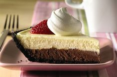 Take 10 minutes of prep for two layers of a chocolate layer cheesecake goodness. Top PHILADELPHIA Double-Chocolate Layer Cheesecake with berries! Brownie Desserts, Oreo Dessert, Mini Desserts, Coconut Dessert, Easy Desserts, Delicious Desserts, Dessert Recipes, Appetizer Dessert, Snack Recipes