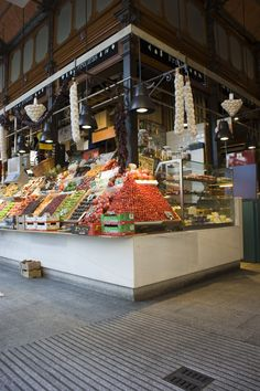 A beautiful display in a Madrid holiday market. Thanks Fabio Aprile for the image! Santa Lucia, Holiday Photography, Travel Photography, San Miguel Market, Holiday Market, Places In Europe, Sierra Nevada, World Market, Cafe Bar