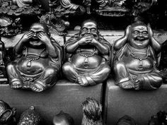 Love this version of the Laughing Buddha 'Hear no evil…' instead of the usual monkeys. Buda Wallpaper, See Tattoo, Three Wise Monkeys, Mudras, Chill, See No Evil, Buddha Meditation, Yoga, Moonlight