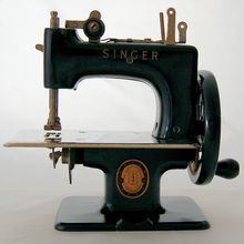 Vintage Mid Century 1940's Singer Sewing Machine Child's Toy from Antik Avenue on Ruby Lane