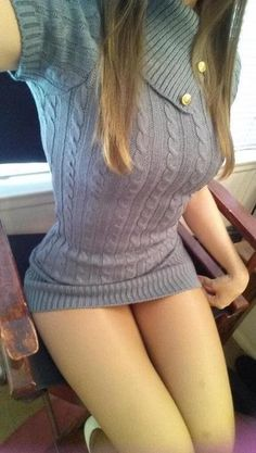 Sexy Girls in Tight Dresses & Skirts