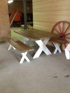 matbord med kryssben   Caroline Park