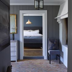 Fantastic colours and cottage from Norwegian designer Purple Bedrooms, Bedroom Green, Bedroom Colors, Hallway Designs, Lobby Design, Scandinavian Home, Hallway Decorating, Home Decor Inspiration, Interior Design Living Room