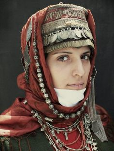Armenia: Portrait of a woman wearing traditional Armenian headdress. We Are The World, People Around The World, Costume Ethnique, Foto Macro, Beauty And Fashion, Beauty Around The World, Folk Costume, Central Asia, World Cultures
