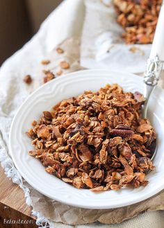 This Banana Coconut Granola tastes warm and tropical, and is full of crunch from the coconut flakes and pecans! It makes the perfect snack by itself, or mix it into some yogurt for the perfect breakfast. Best Breakfast Recipes, Breakfast Dishes, Brunch Recipes, Breakfast Ideas, Yummy Snacks, Healthy Snacks, Healthy Eating, Healthy Recipes, Vegan Dessert Recipes